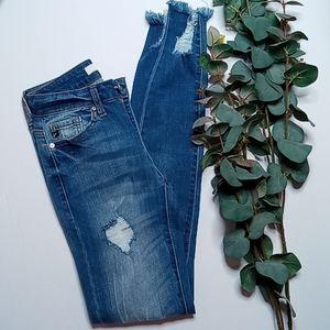 KanCan Modele Distressed Raw Hem Jeans